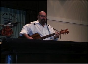 rabbiguitar-44-800-600-80